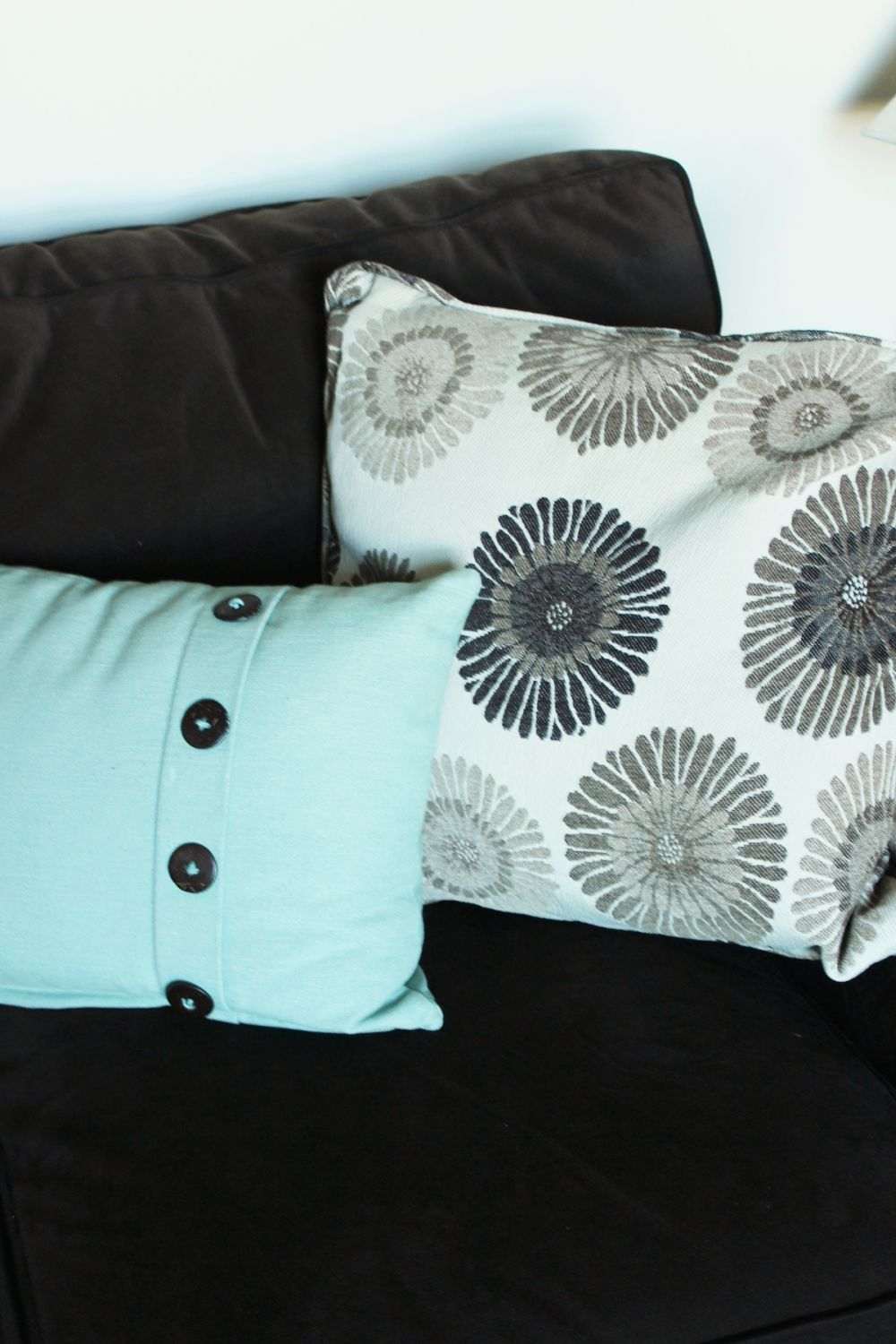 Decorate the family room with pillows