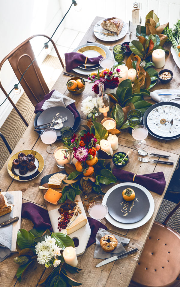 Decorating the thanksgiving table with plates