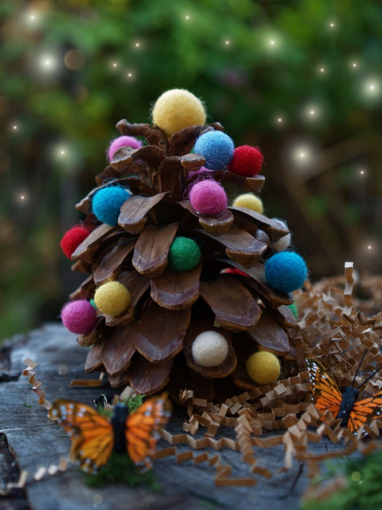 Felt wool and pine cone christmas Tree