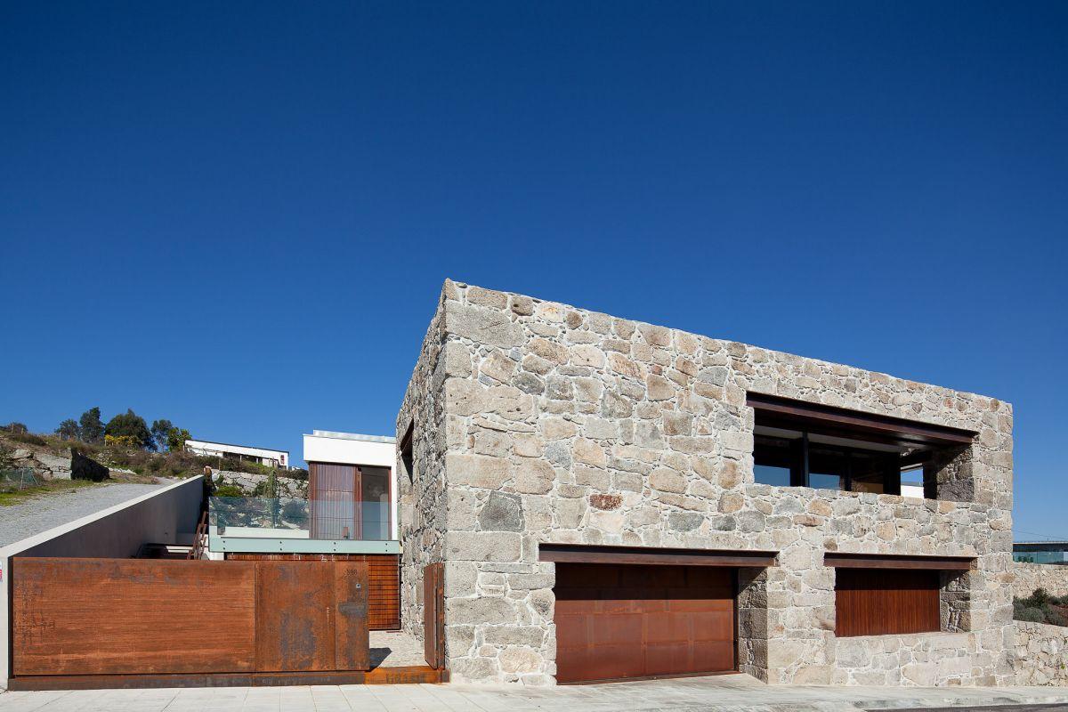 Fernando Coelho- RM House Facade