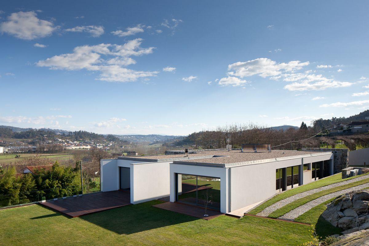 Fernando Coelho- RM House Roof