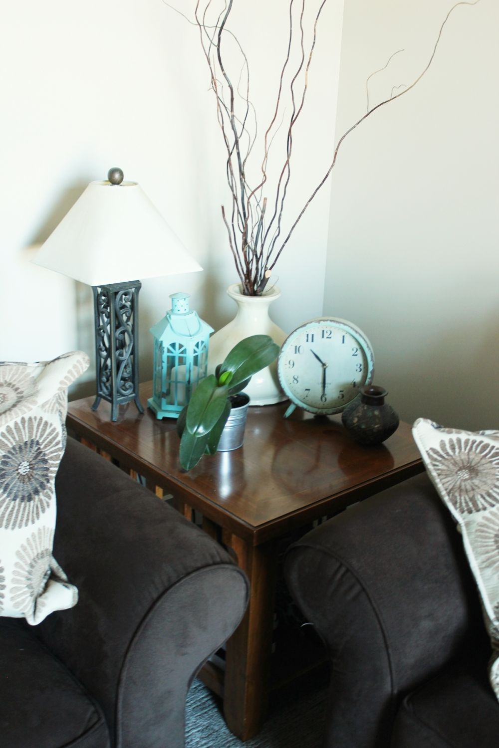 How to Decorate Family Room - Small Accessories