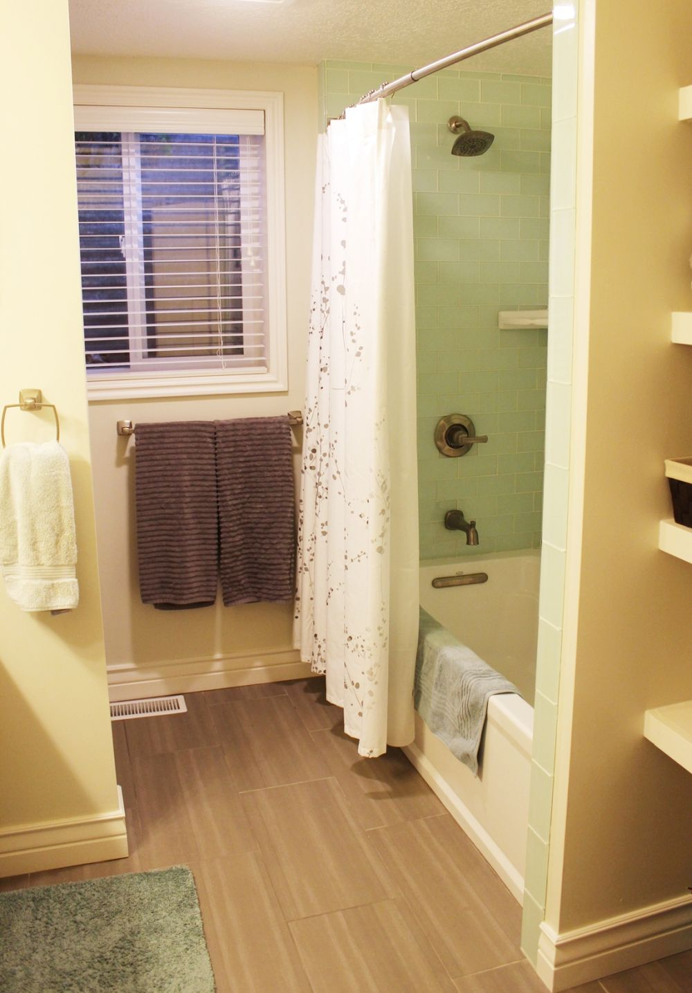 How to Decorate a Basement Bathroom