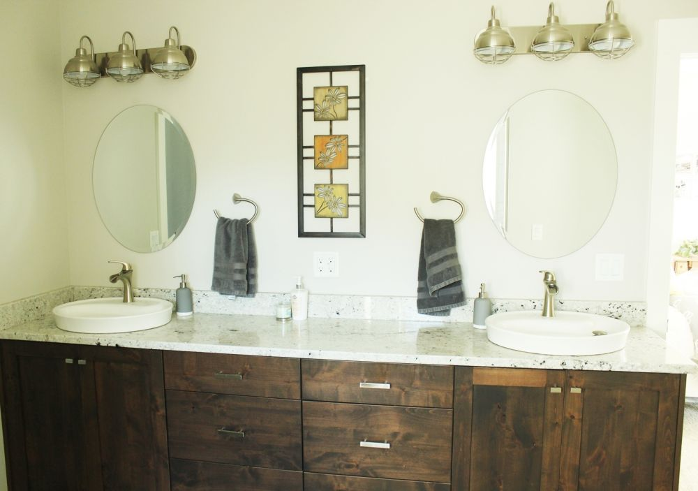 How to Decorate a Bathroom Without Clutter