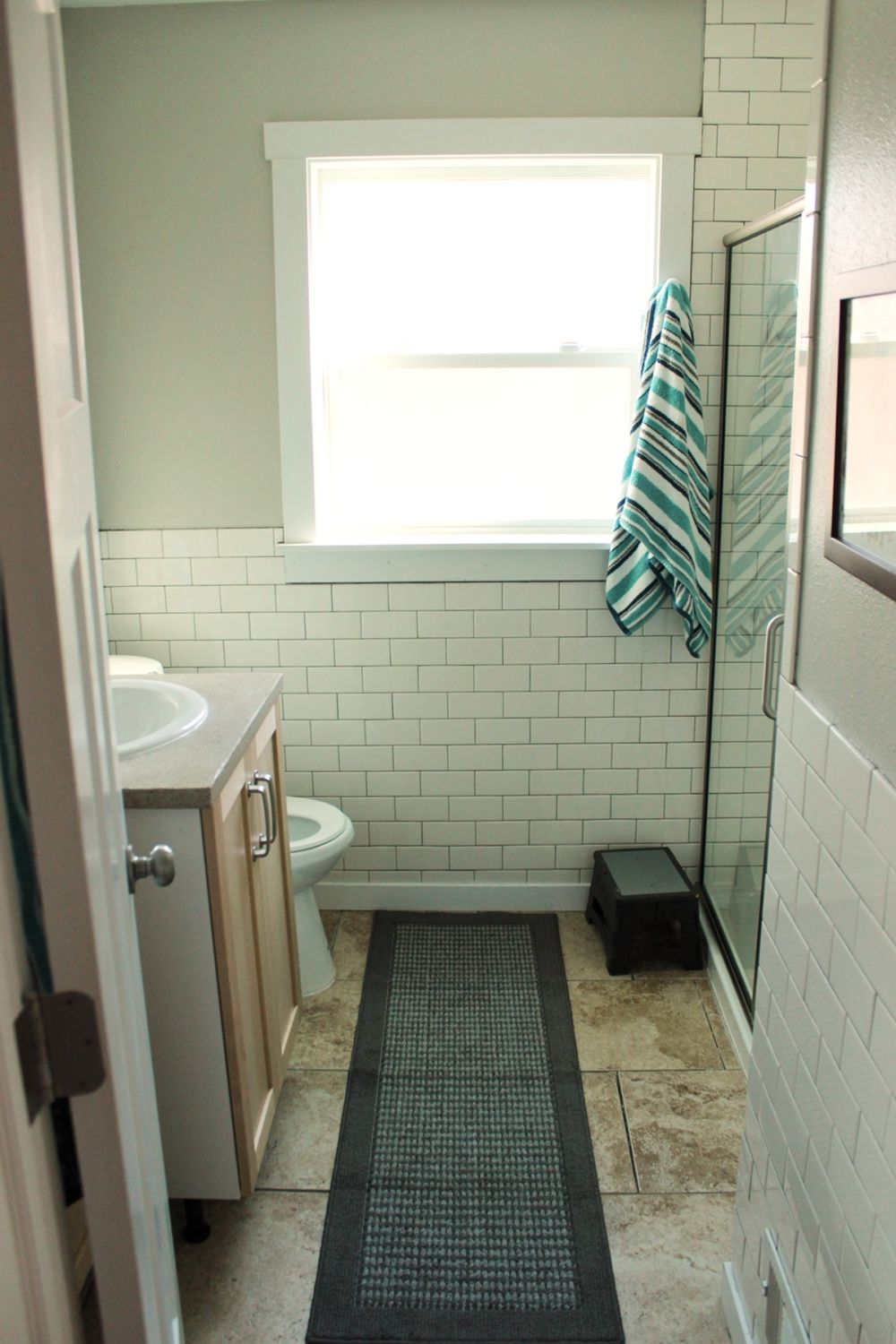 How to Decorate a Tiny Cottage Bathroom