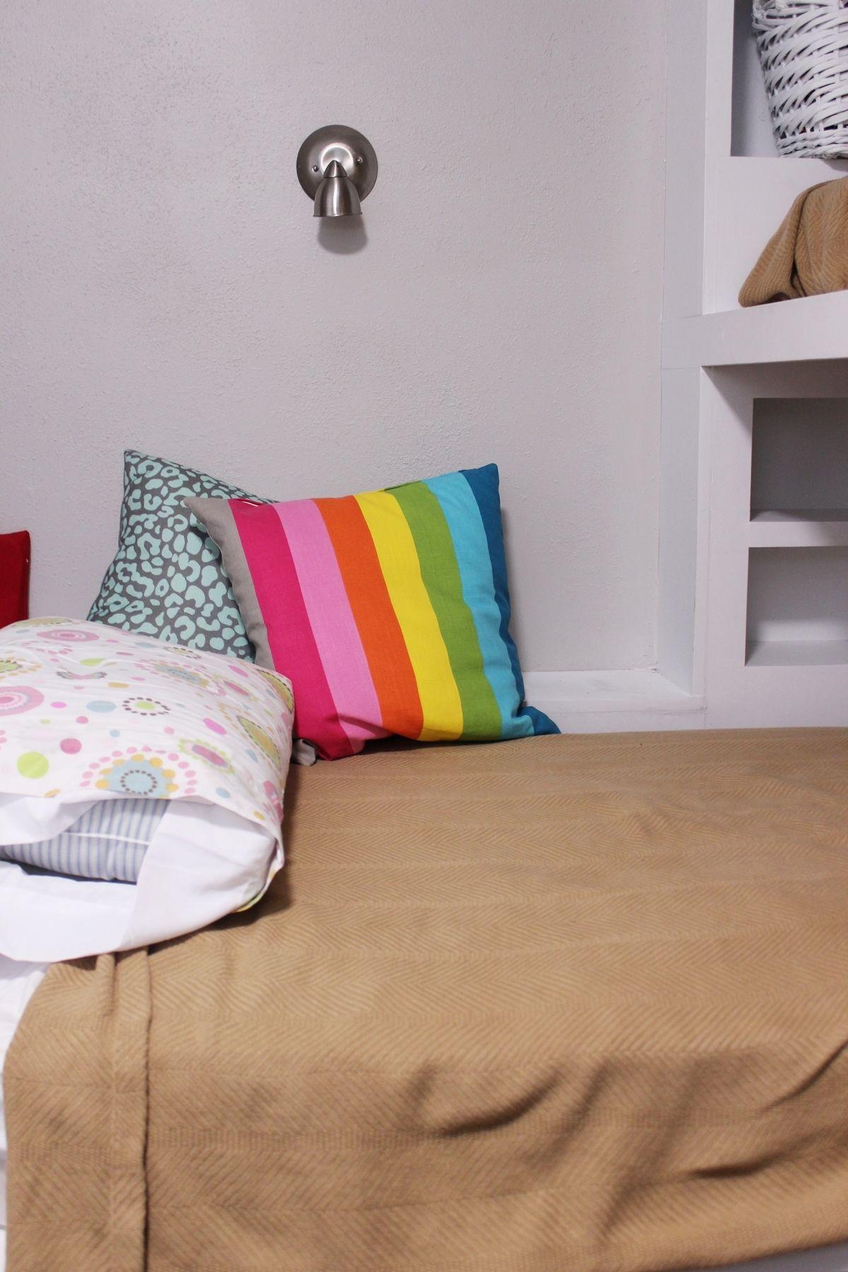 Kids bedroom lighting