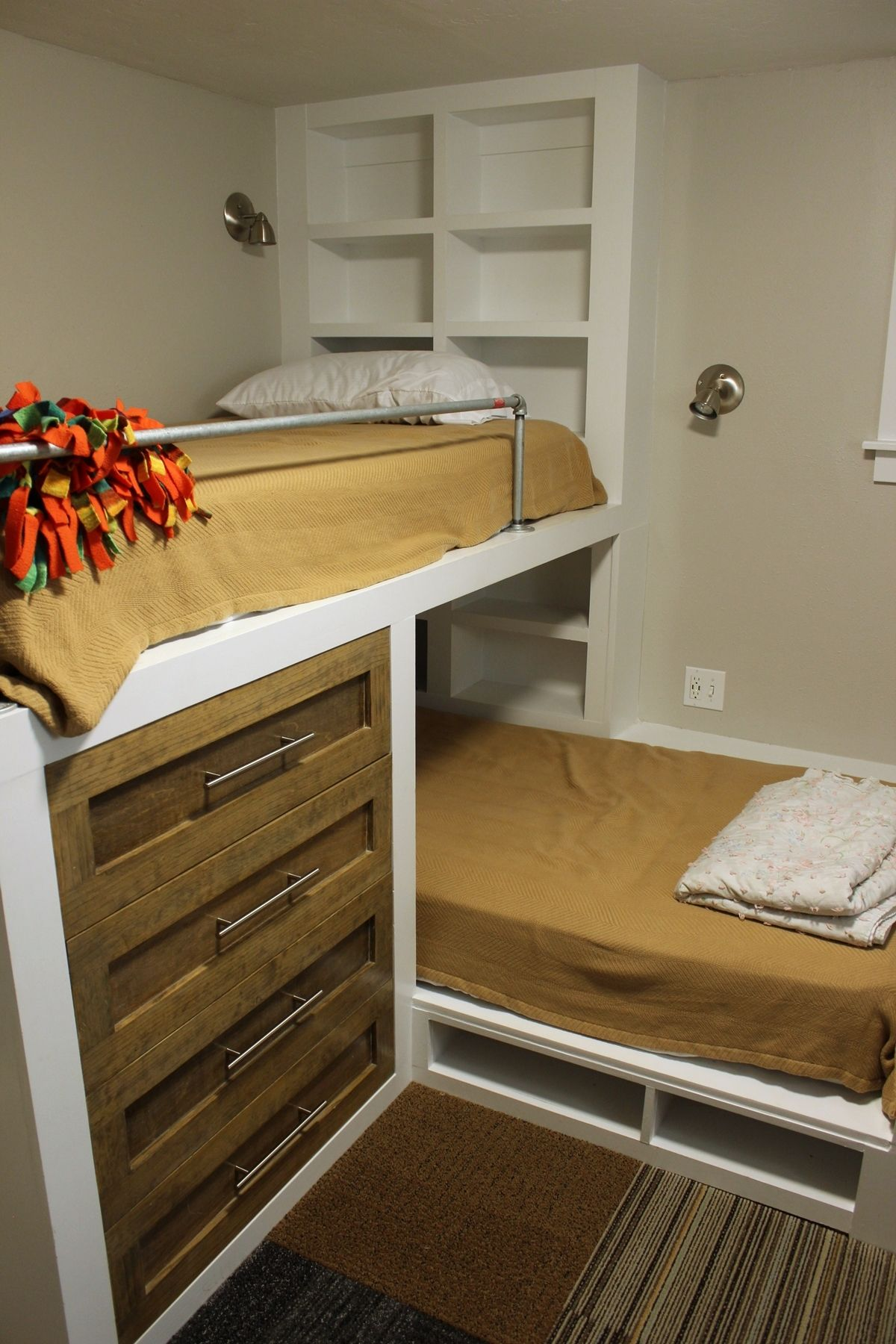 Kids guest bedroom shelves