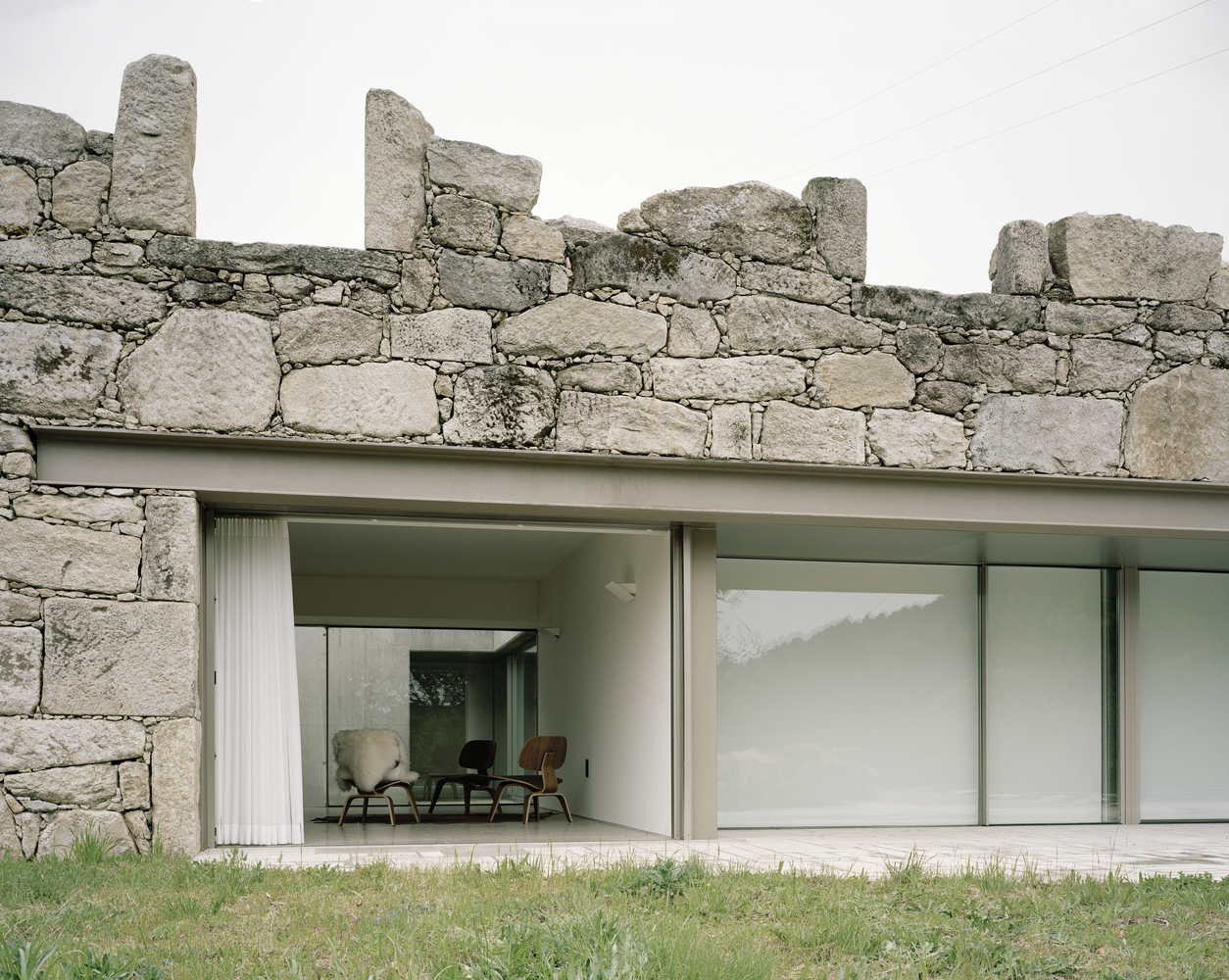 Low House in Melgaço from Nuno Brandão Costa