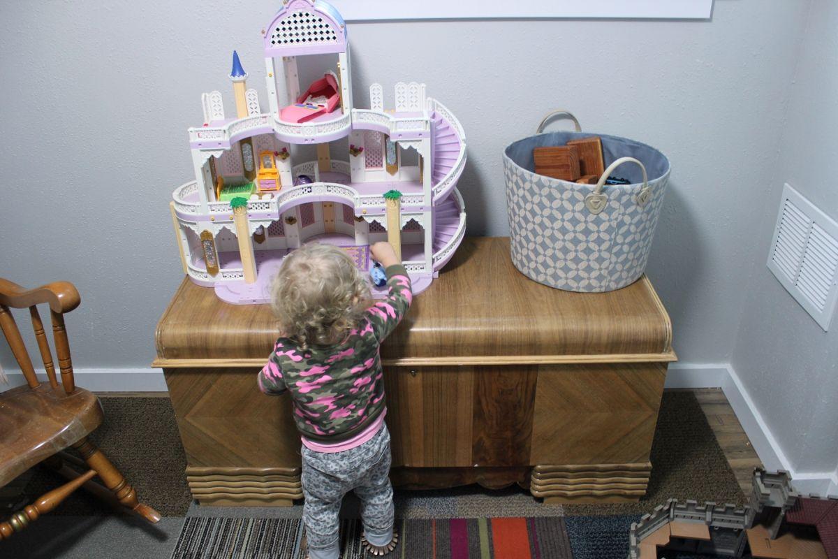 Low furniture for kids bedroom