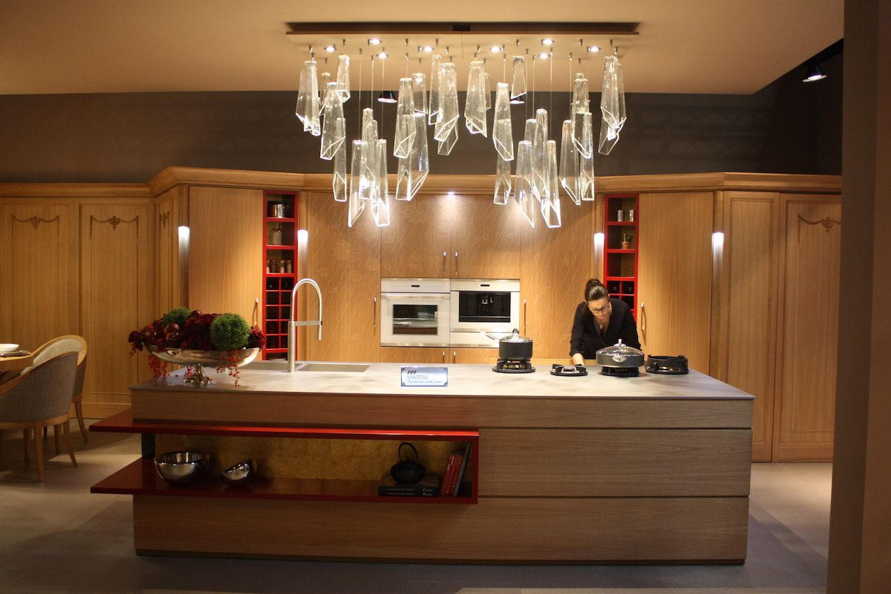 This Martini kitchen mixes surfaces, colors and stylistic details