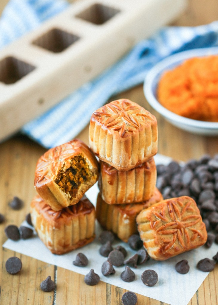 Mini pumpkin mooncakes