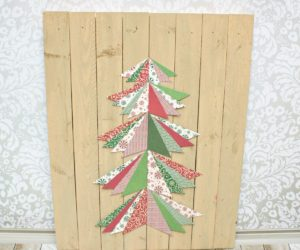 Simple Wall Paper Christmas Tree Art On A Wood Pallet