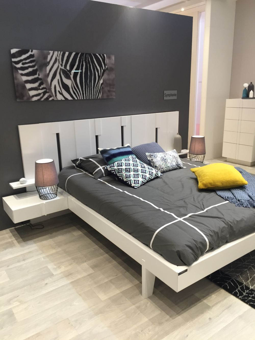 Platform kids bedroom bed
