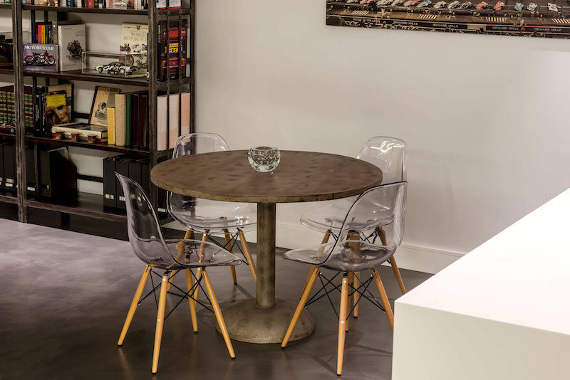 Residencial III house breakfast nook table