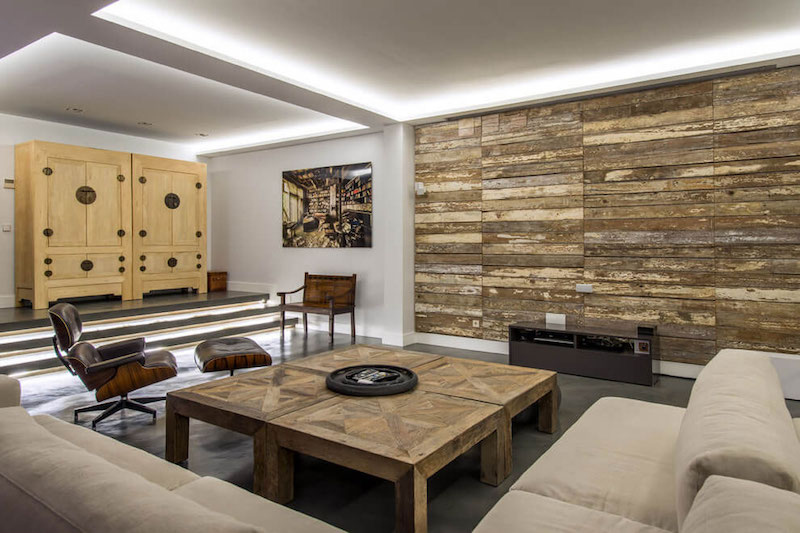 Residencial III house wood clad wall