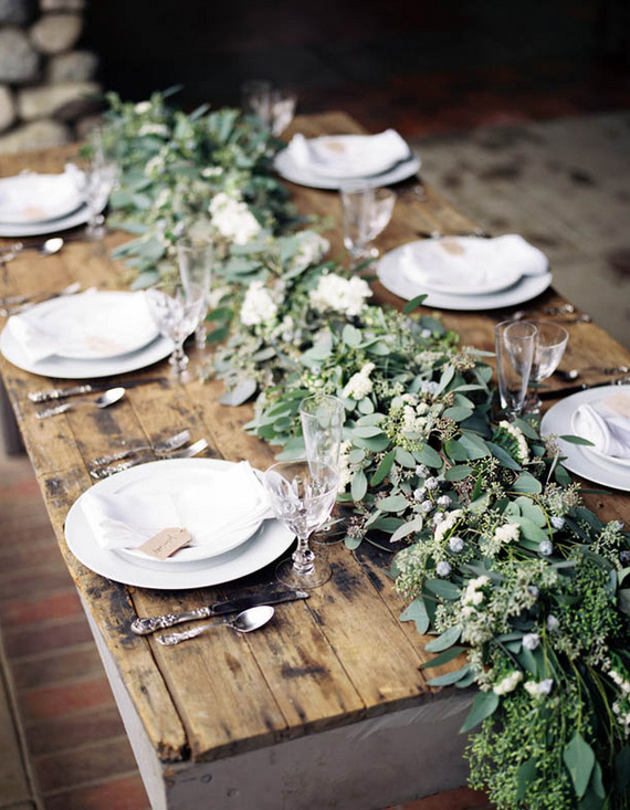 Romantic outdoor dining table decor