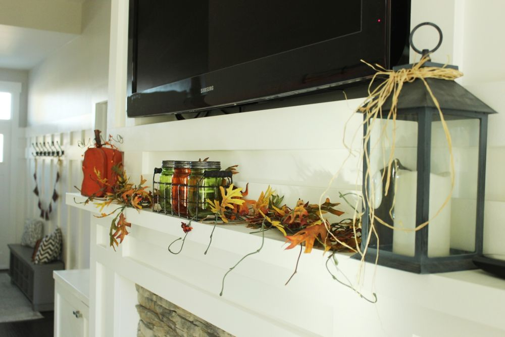 Simple, low-profile mantel décor