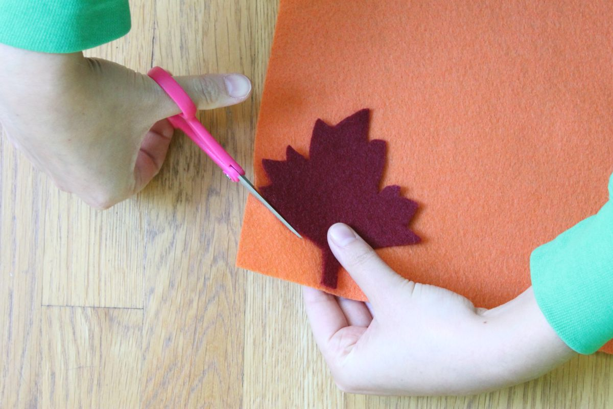 Thanksgiving table runner and placemats Cut