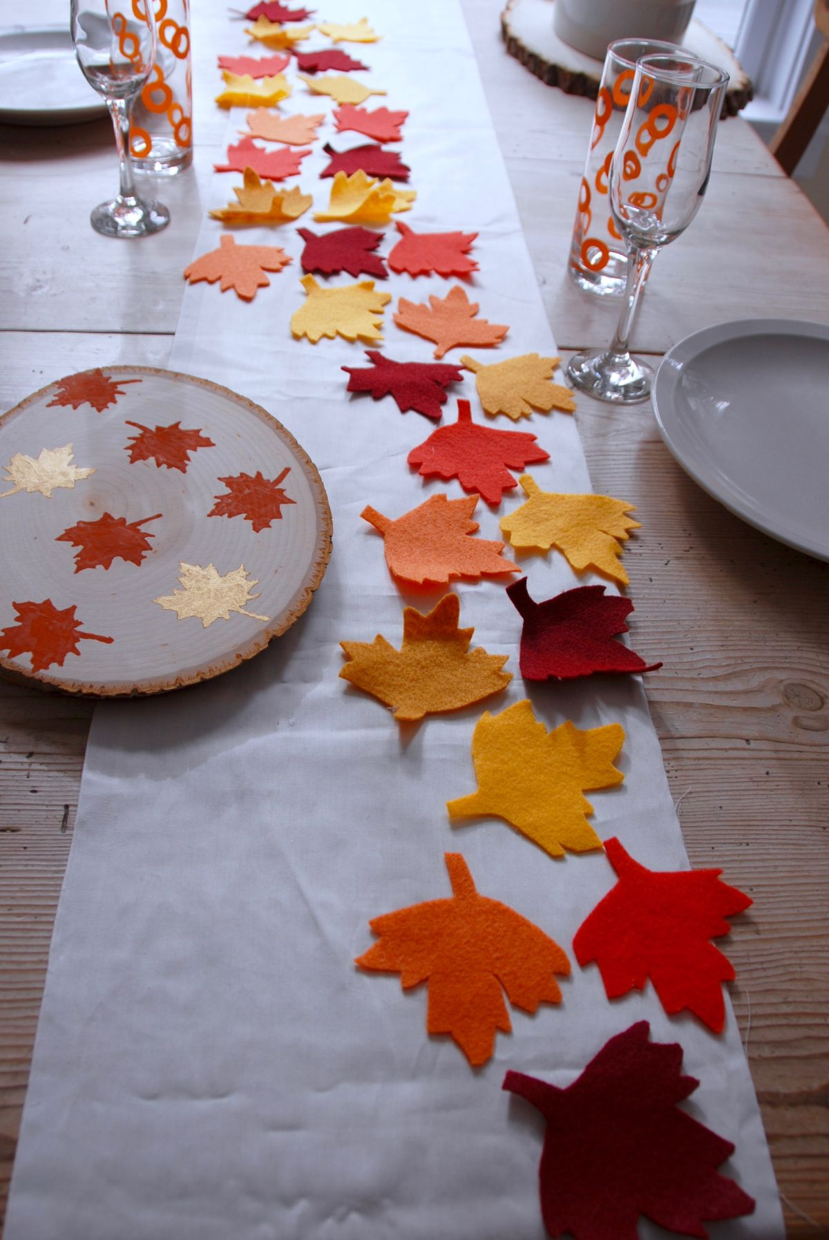 Thanksgiving table runner and placemats center