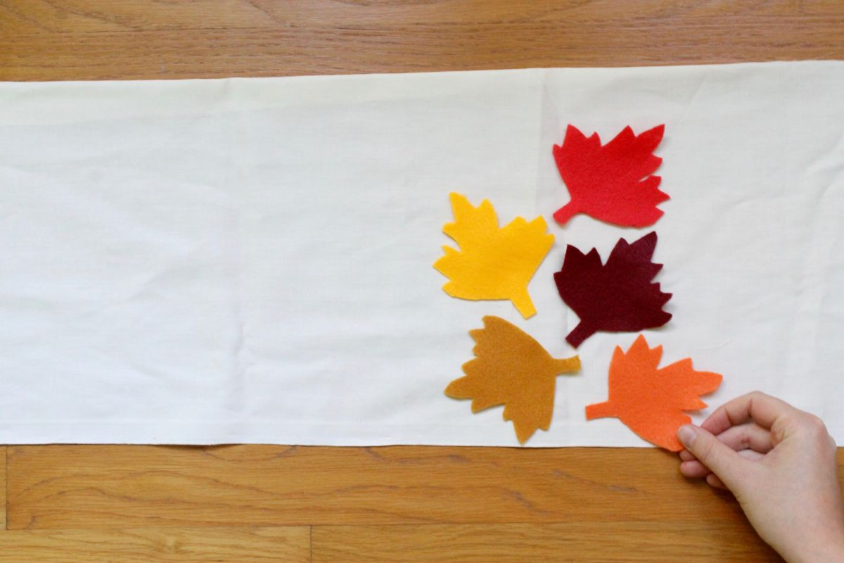 Thanksgiving table runner and placemats craft