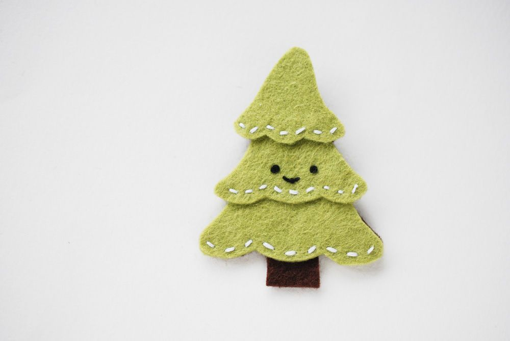 cute little Christmas tree brooch decor