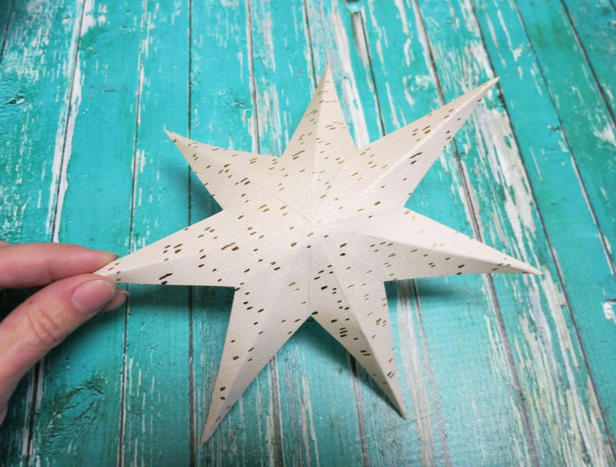 Make 3d stars for decorating the new years party for Make a 3d star