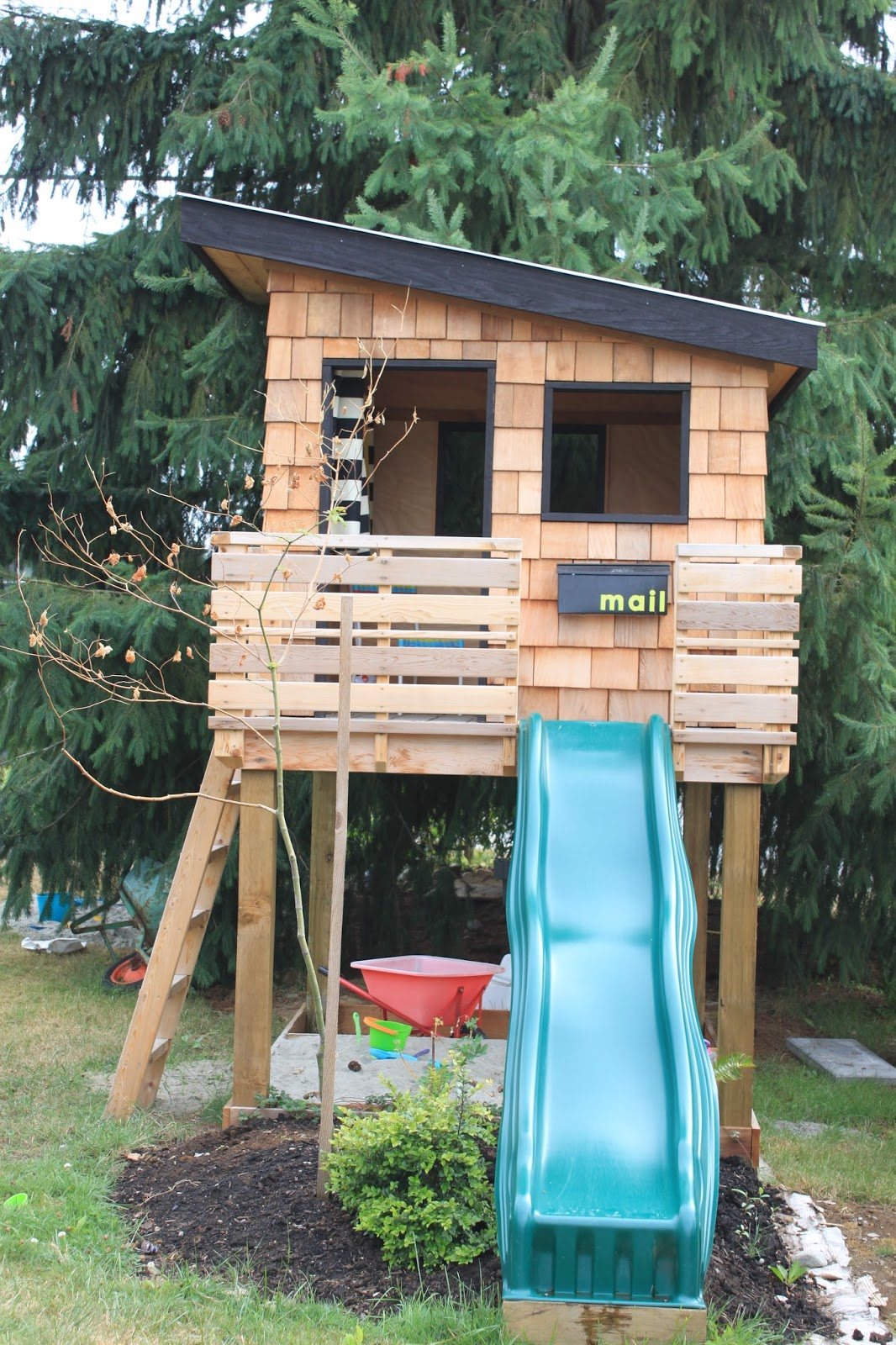 Backyard playhouses for kids that know how to have fun