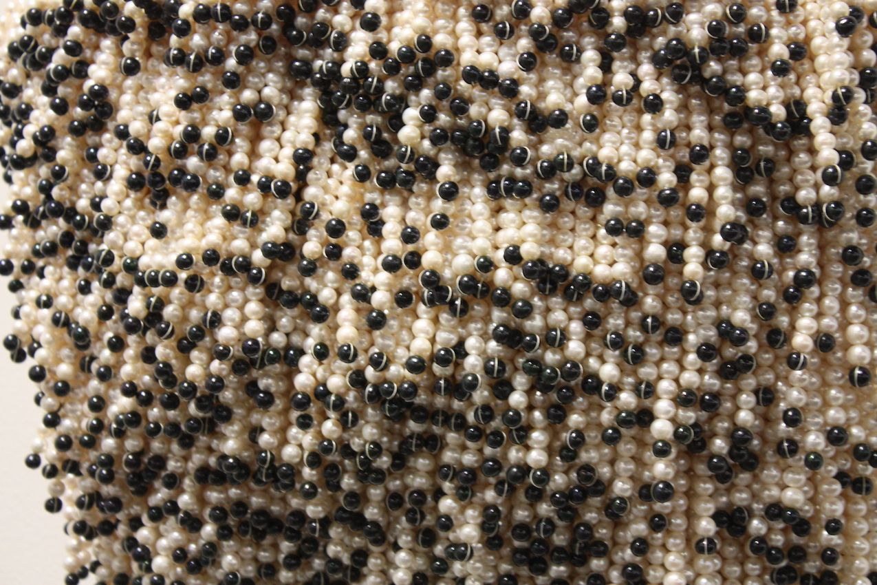 A close-up of the bead mass.