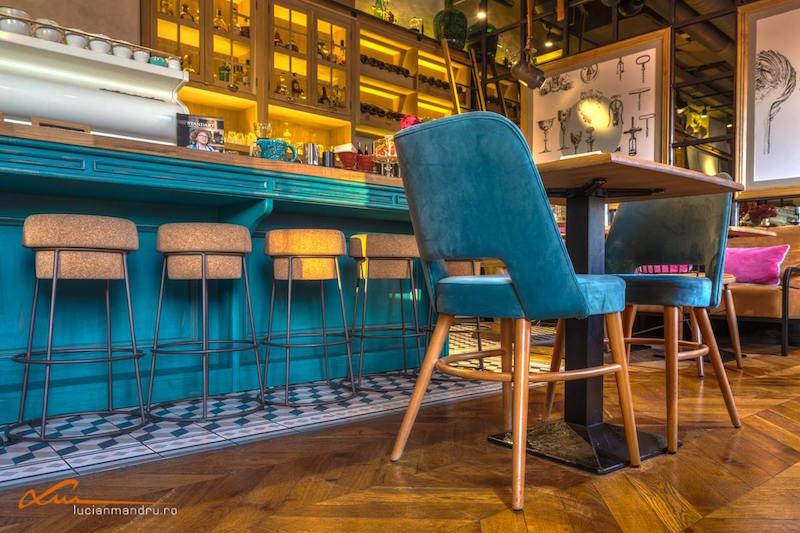 Bujole restaurant tapereg chair legs