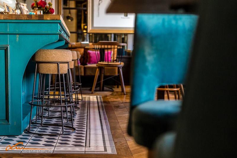 Bujole restaurant tiles around island