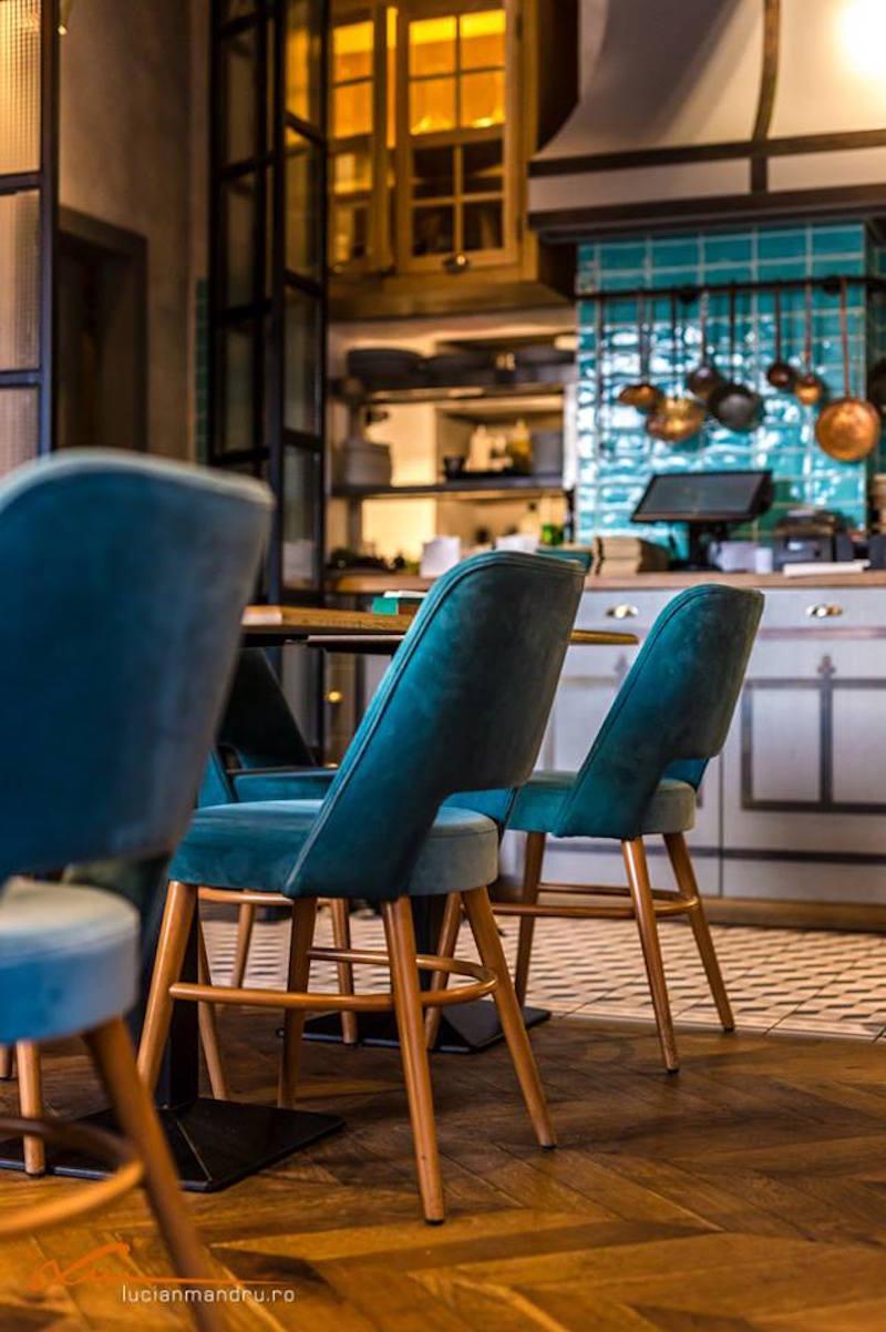 Bujole restaurant turquoise backsplash