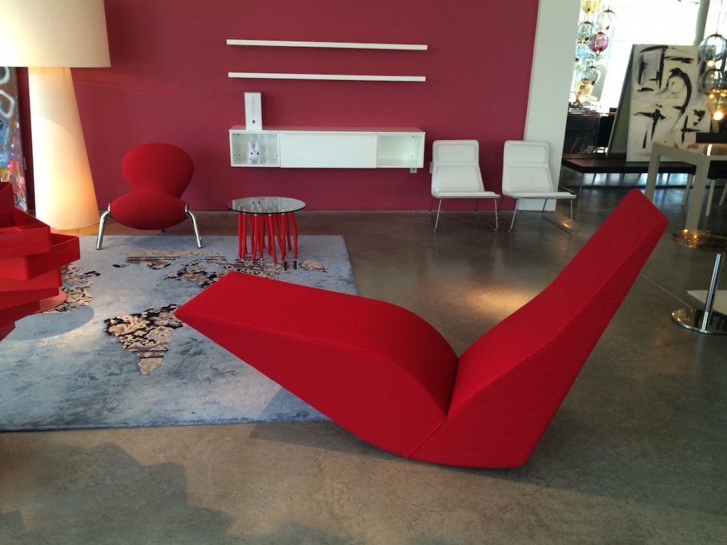 A red lounge, like this classic modern one from Cassina, is a brave choice for a living room.