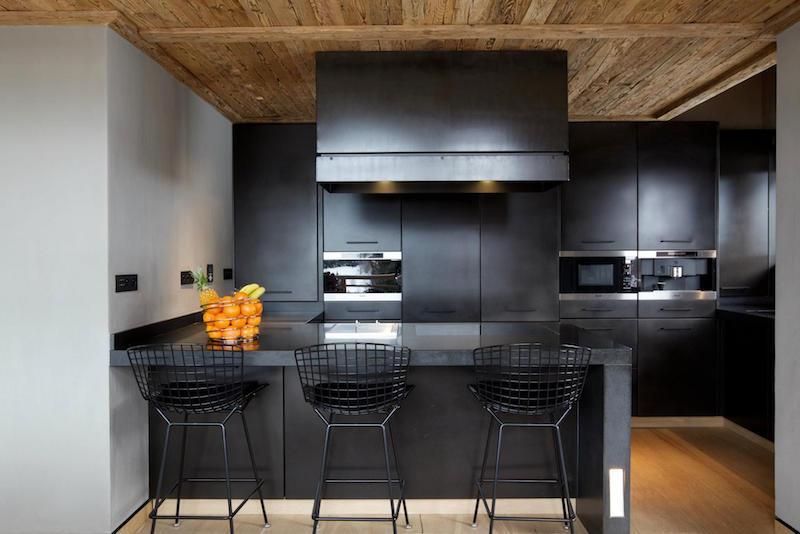 Chalet Cyanella schwarze Küche