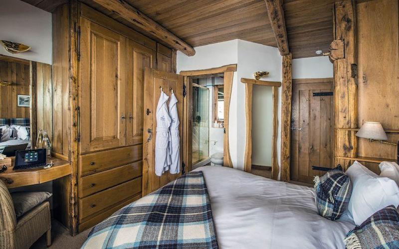 Chalet Le Chardon bedroom furniture and decor