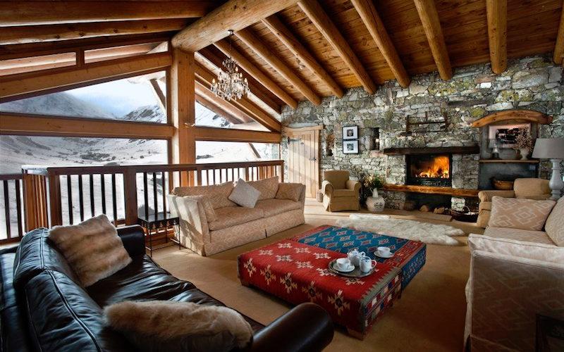 Chalet Le Chardon living room fireplace