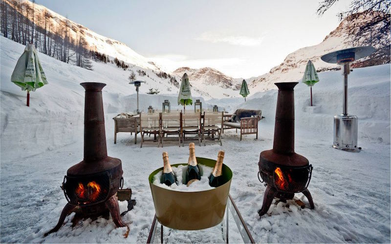 Chalet Le Chardon outdoor fireplaces
