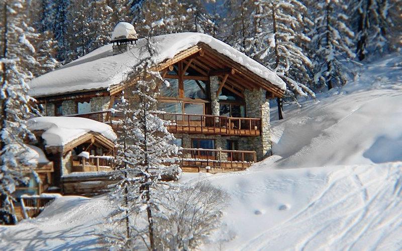 Chalet Le Chardon snowy roof