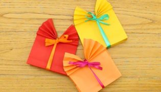 Fold up an Instant Gift Box
