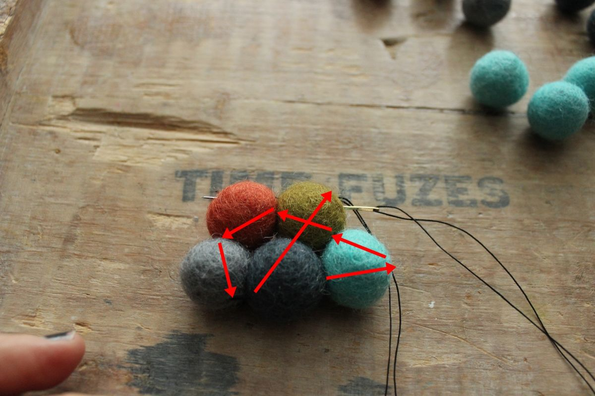 DIY Felt Ball Coasters - pull the niddle