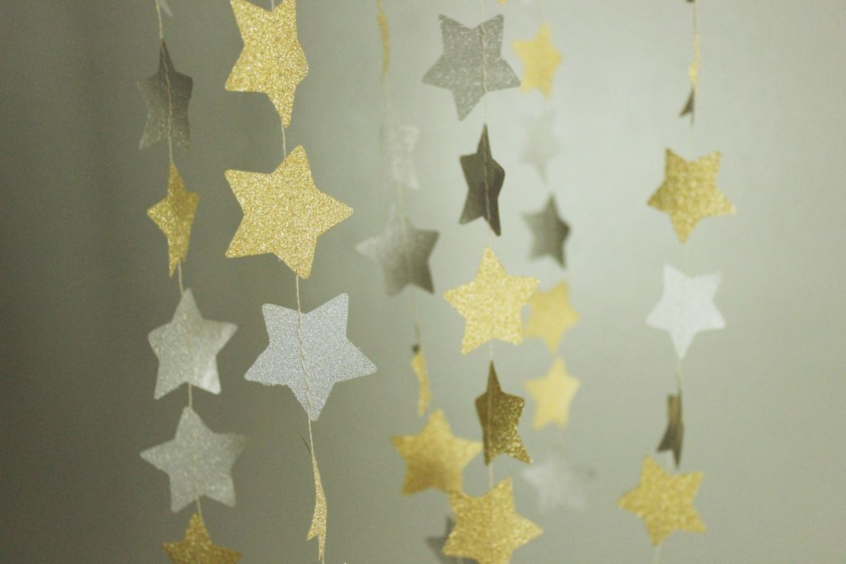 DIY New Years Eve Decorations - DIY Shimmery Star Garland