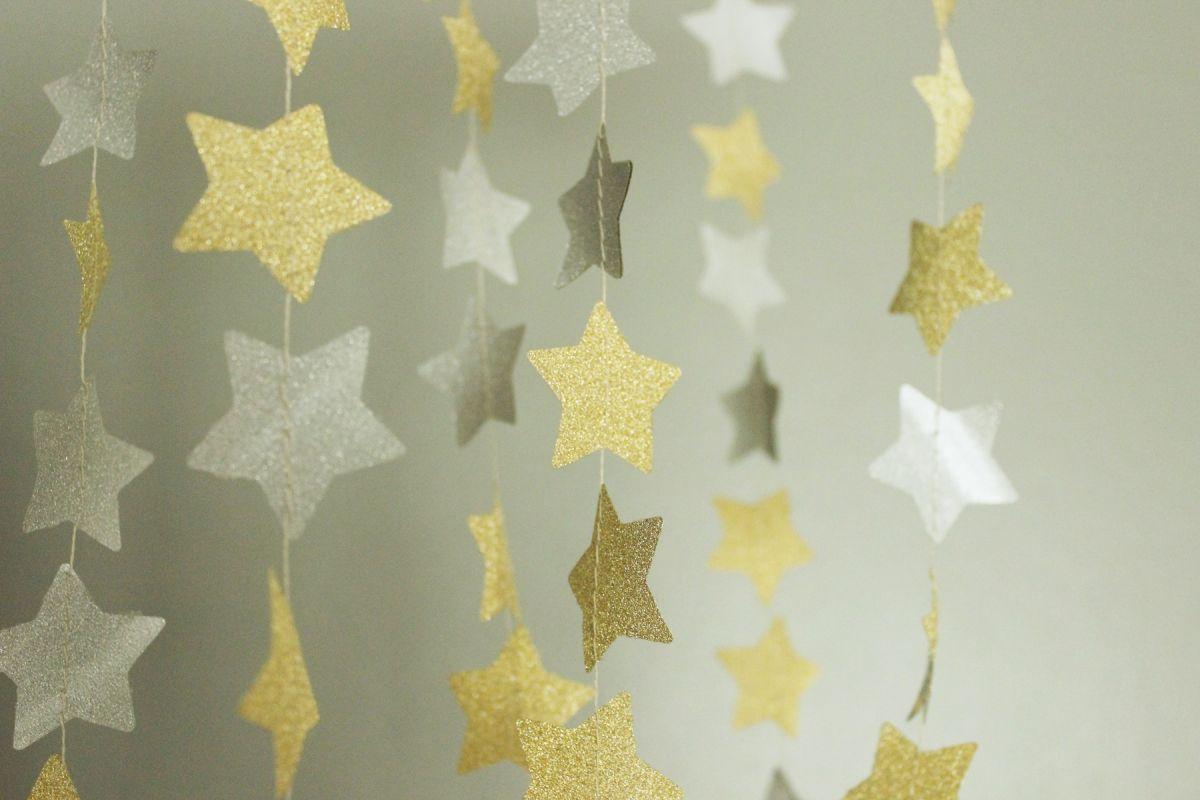 DIY Shimmery Star Garland Display