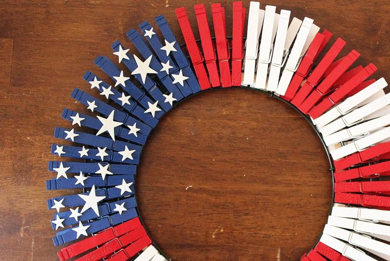 DIY american flag wreath from clothespin