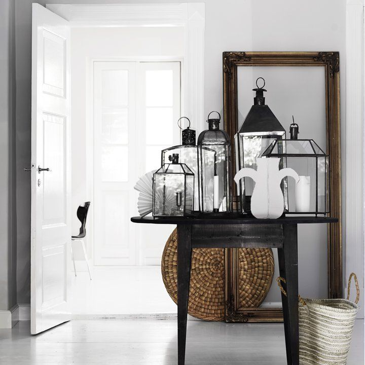 Decorating with black lanterns