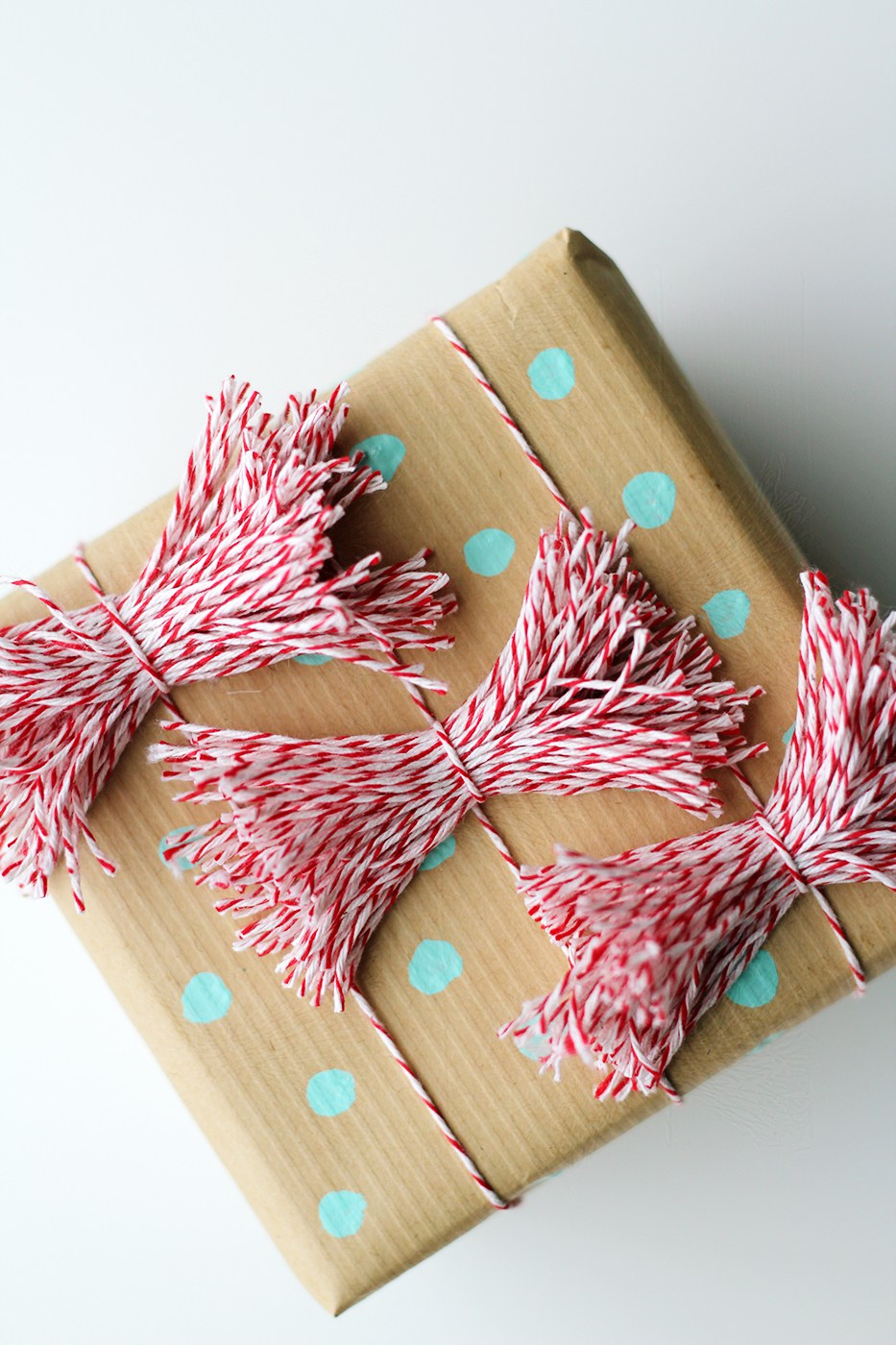 Dots-and-Bows for Christmas Gifts Wrap