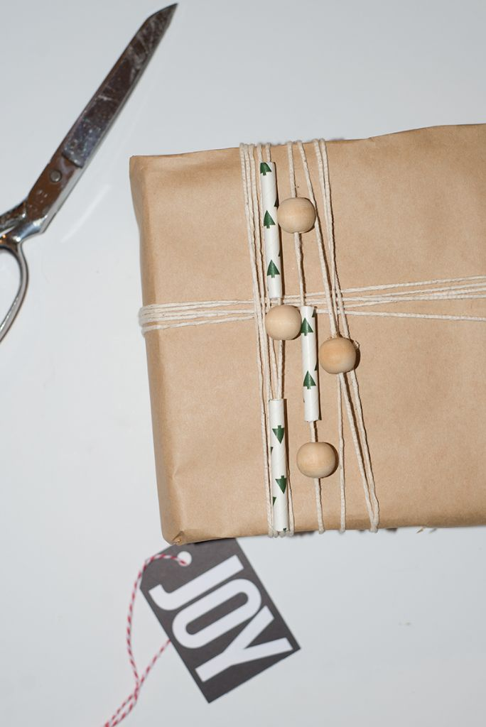 Easy Brown Paper Gift Wrap for Christmas