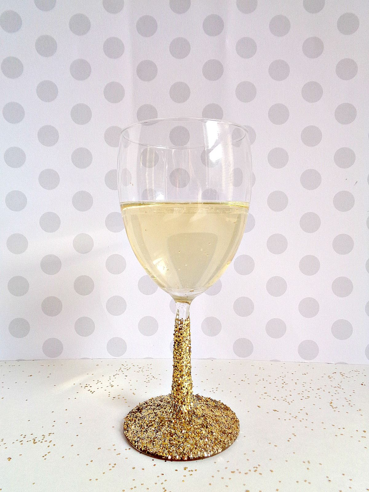Glittered Wine Glasses for New Years Party
