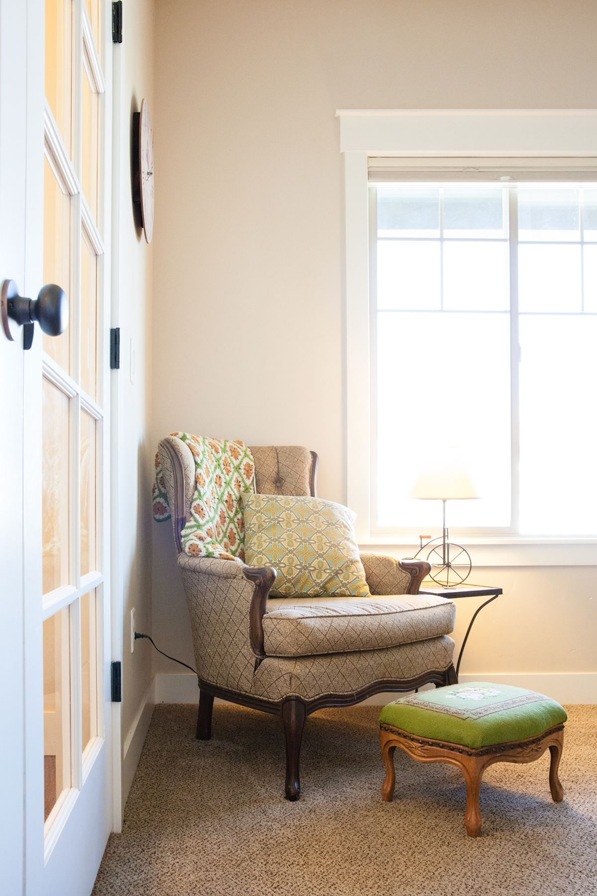 How to Decorate Entryway - seating