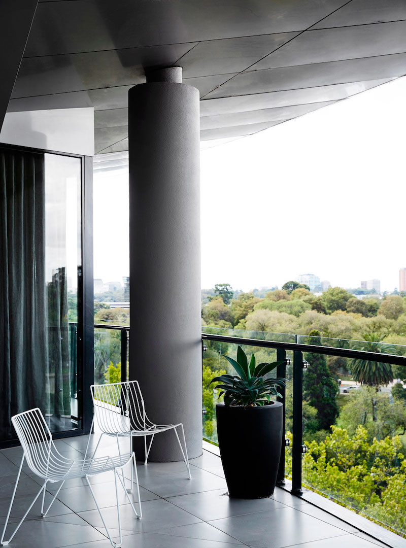 M Residence roofed terrace