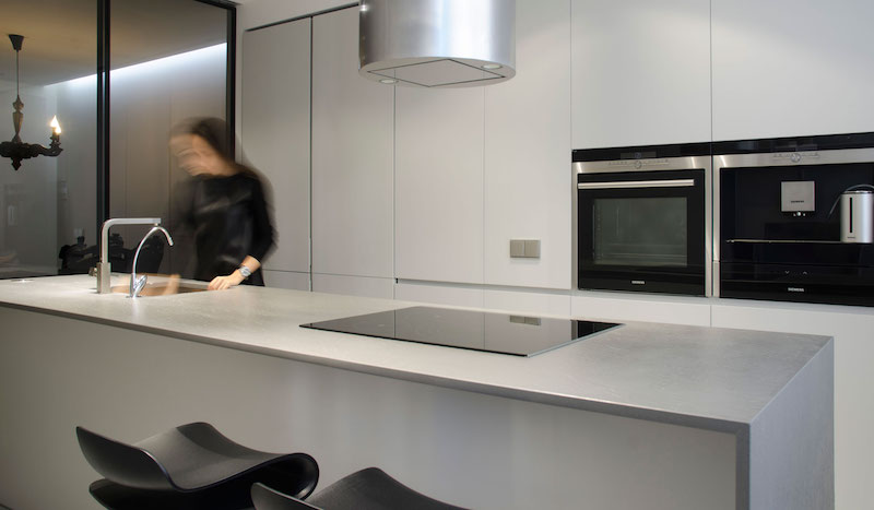 Monochrome Flat kitchen island