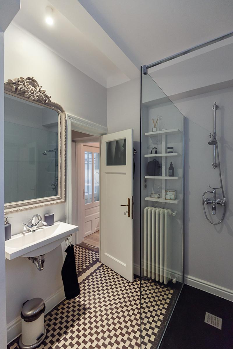 Poem Boem apartment bathroom shower